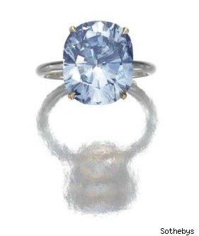 Голубой бриллиант установил новый ценовой рекорд на аукционе Sotheby's