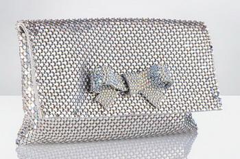 Birthday Crystals Bow Clutch - обязательная деталь гламурного гардероба