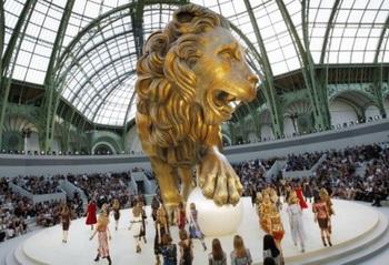 Хищно-жемчужные фантазии на дефиле Chanel