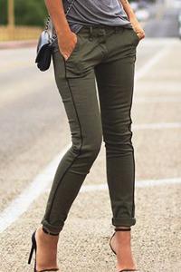 С чем носить брюки оливкового цвета