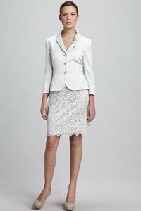 И сегодня, когда «антикризисная» мода диктует экономию и практичность, свадебный костюм в качестве альтернативы платью как никогда предпочтителен