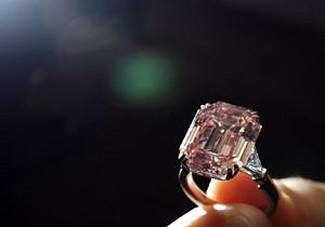 Редкий розовый бриллиант продан за 10,8 миллионов долларов
