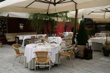 Летняя веранда и новое меню в ресторане «Carrй Blanc»