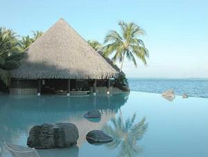 Бассейны на курорте Intercontinental Tahiti Resort - красота естественности