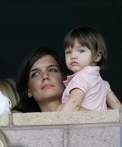 Сури Круз стала самым стильно одетым голливудским ребенком