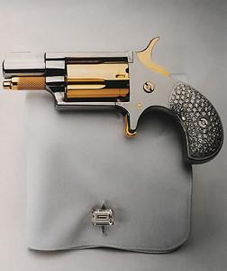 Позолоченный револьвер от Биджана