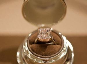 Один из крупнейших в мире розовых бриллиантов выставлен на продажу