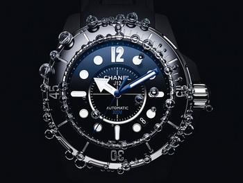 Chanel отмечает десятилетие часов J12 выпуском новой модели