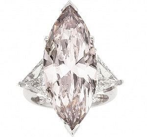 Кольцо с розовым бриллиантом продано за 358 тысяч долларов
