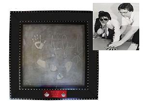 «Камень разбитого сердца» с автографом Джексона выставлен на аукцион
