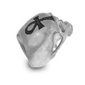 Кольца-черепа в иронической коллекции Лидии Куртей