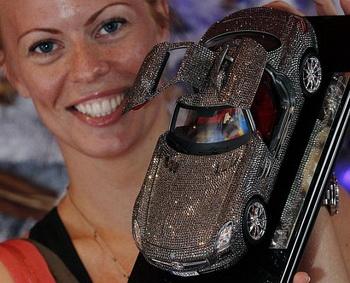 Игрушечный Mercedez от Hamleys - подарок для подрастающих любителей люкса