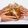 Как принимать подарки или кто девушку кормит...
