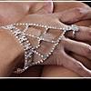 Слейв браслет: украшение с кольцом на цепочке