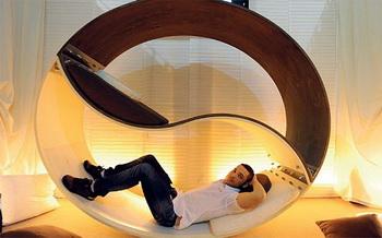 На миланской выставке представлена экологичная мебель