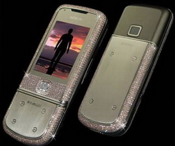 Блестящий телефон Nokia Supreme с бриллиантами