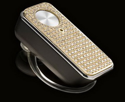 Motorola украсила бриллиантами Bluetooth-гарнитуру