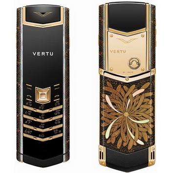 Праздничные телефоны к первой годовщине открытия флагманского магазина Vertu в Японии
